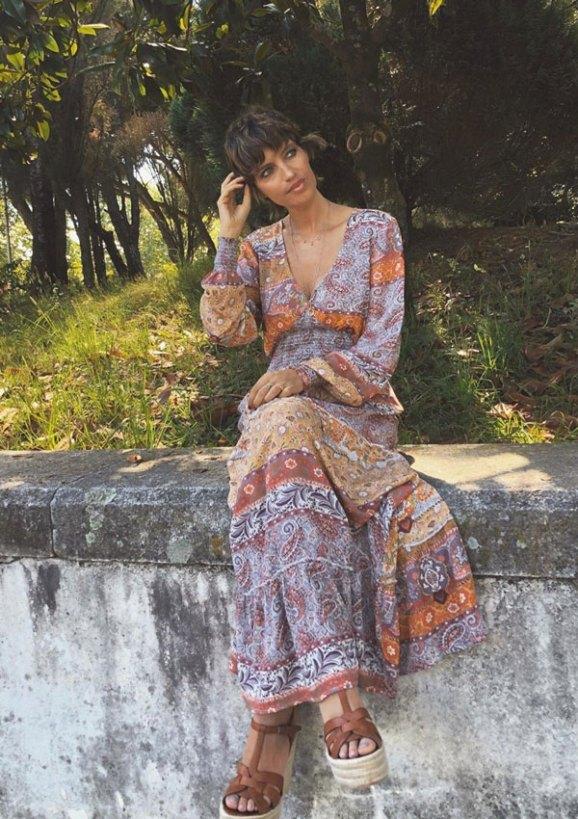 Sara Carbonero con un vestido Largo Bohemio de colores