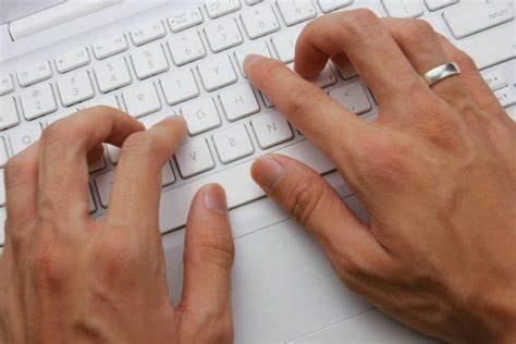 للباحثين وطلاب الدراسات العليا مواقع لتصحيح الأخطاء الكتابية، اللغة العربية والإنجليزية.