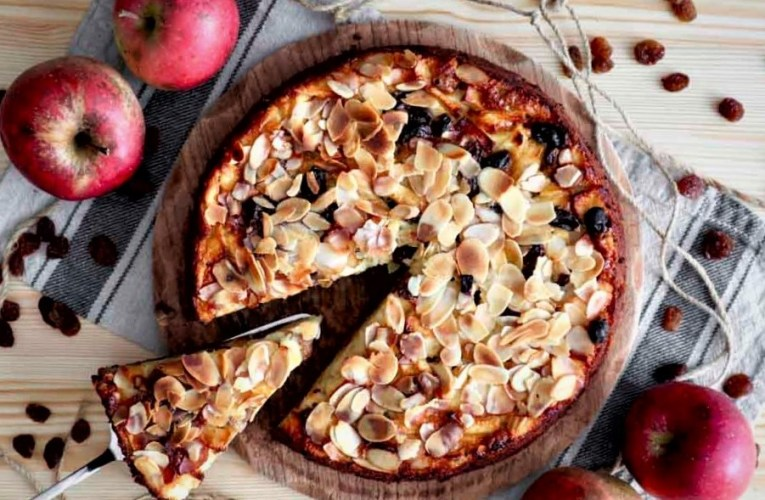 Italian apple cake with and raisins