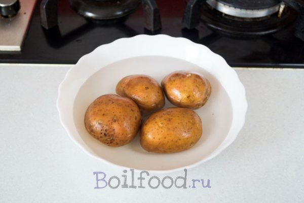 картошка в посуде для микроволновки