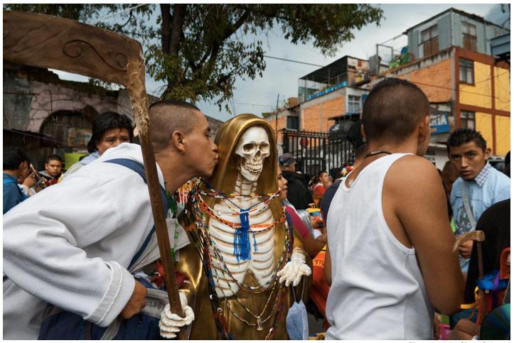 Narco news: Santa Muerte, Blog Del Narco on the radio, a
