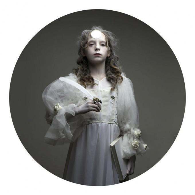 Childhood Lost V, Justyna Neryng