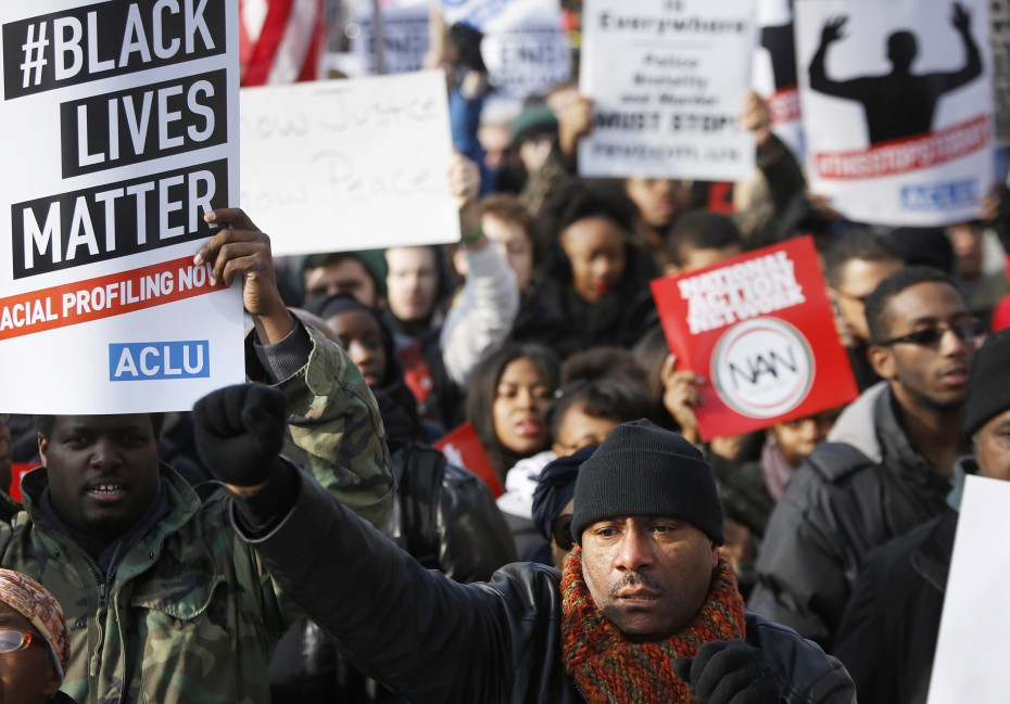 People gather for the start of the national Justice For All march in Washington December 13, 2014. Thousands of demonstrators were expected in Washington and New York on Saturday to protest the killings of unarmed black men by U.S. police and to urge Congress to protect citizens. REUTERS/Jonathan Ernst