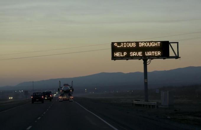 A sign advising motorists of a drought is seen along Interstate 5 near Canuta Creek, California February 14, 2014 file photo. REUTERS/Robert Galbraith