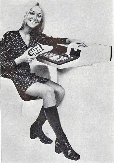 computers-miniskirts-15