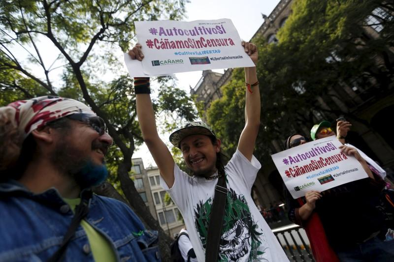Men hold signs at a pro- legalization demonstration at Mexico's Supreme Court building. REUTERS