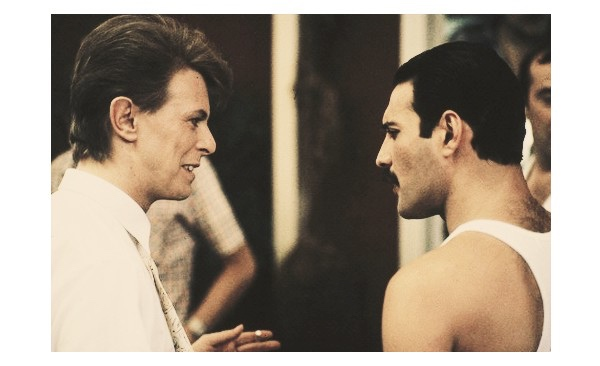 David Bowie and Freddy Mercury singing