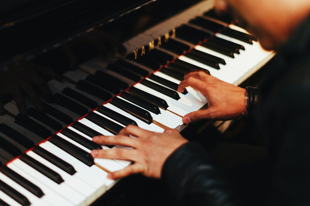 Get over 140 hours of online piano lessons for less than $40