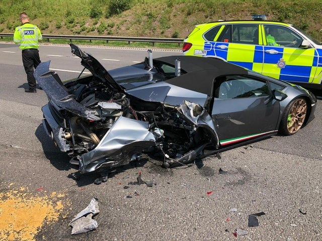 Gentleman crashes his Lamborghini 20 minutes after buying it ...