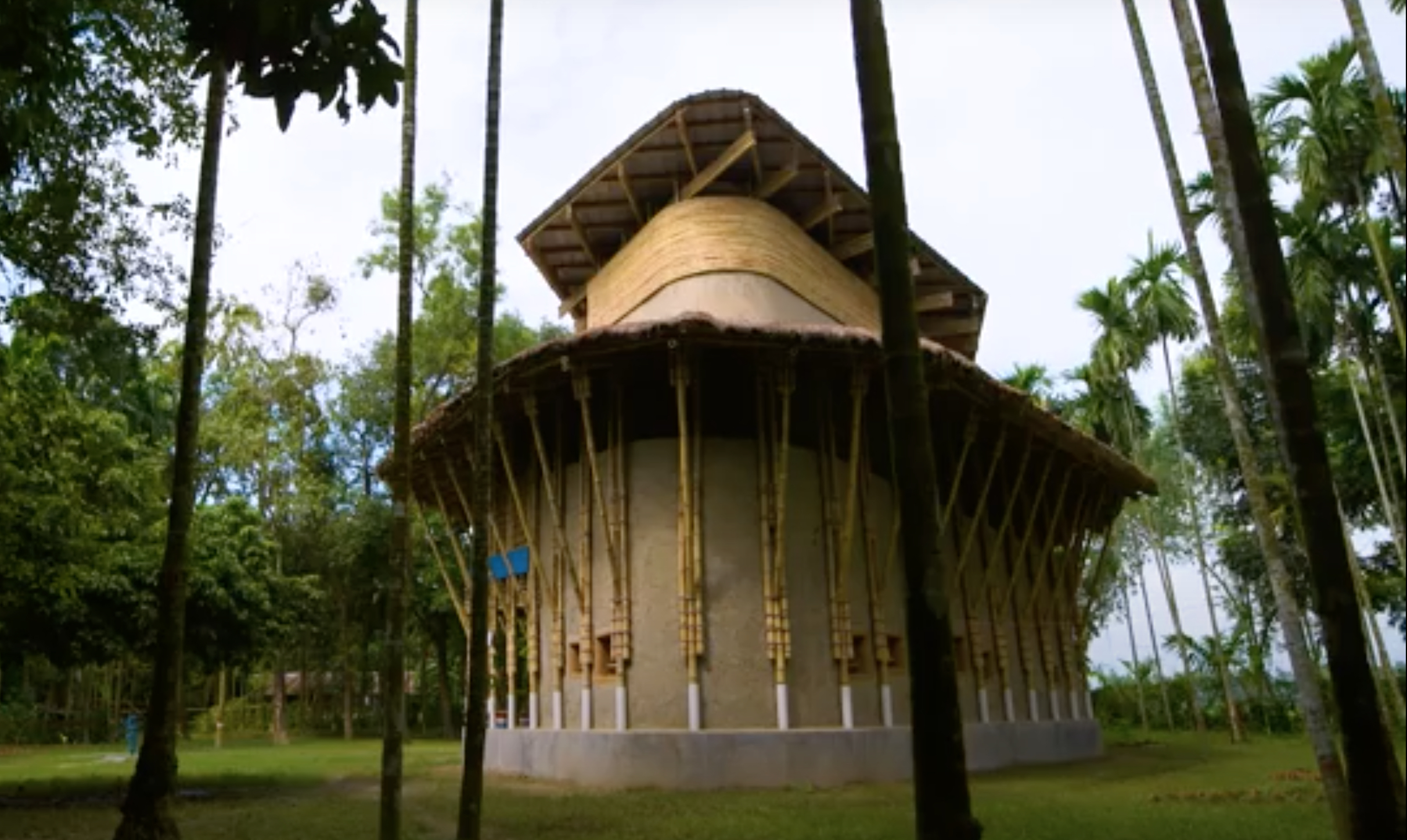 Award-winning architect designs a mud and bamboo building