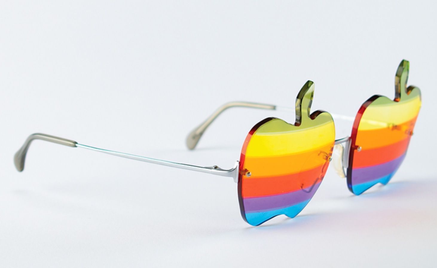 Woz's Apple rainbow logo eyeglasses (and an Apple I) up for auction