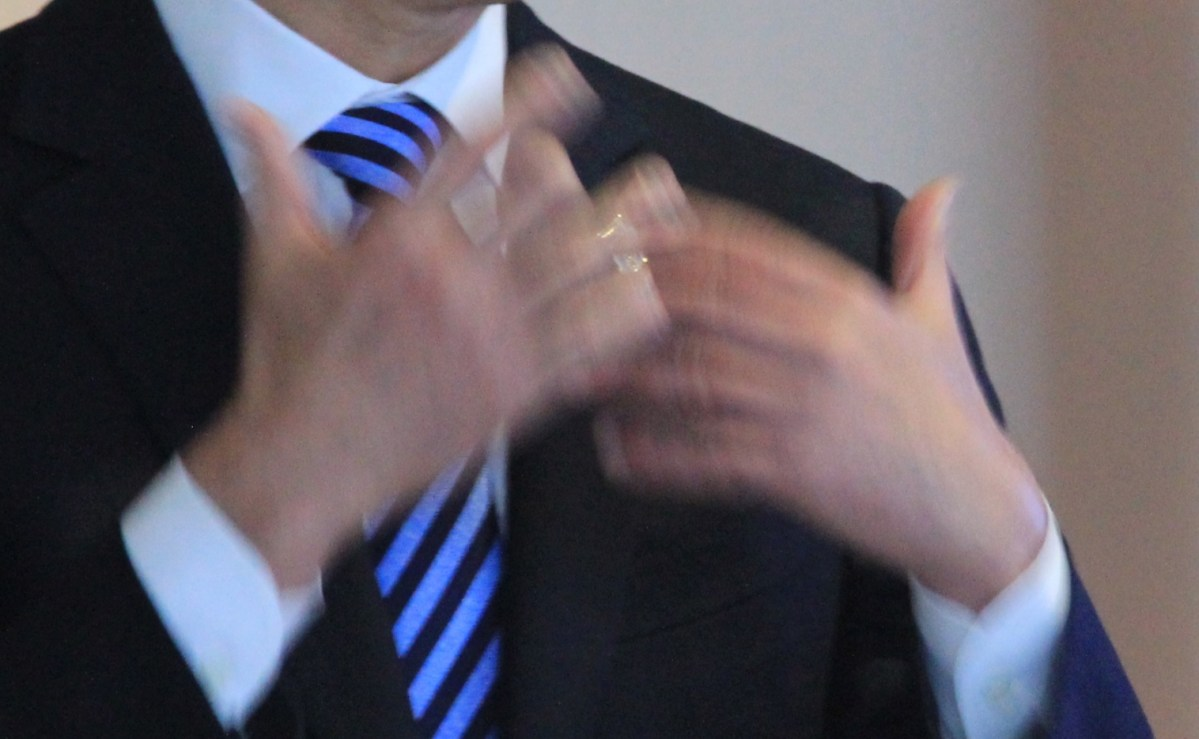 Talking with your hands directly influences what others hear | Boing Boing