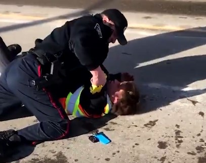 """Police in Barrie, Ontario, """"looking into"""" video of officer beating skateboarder with taser   Boing Boing"""