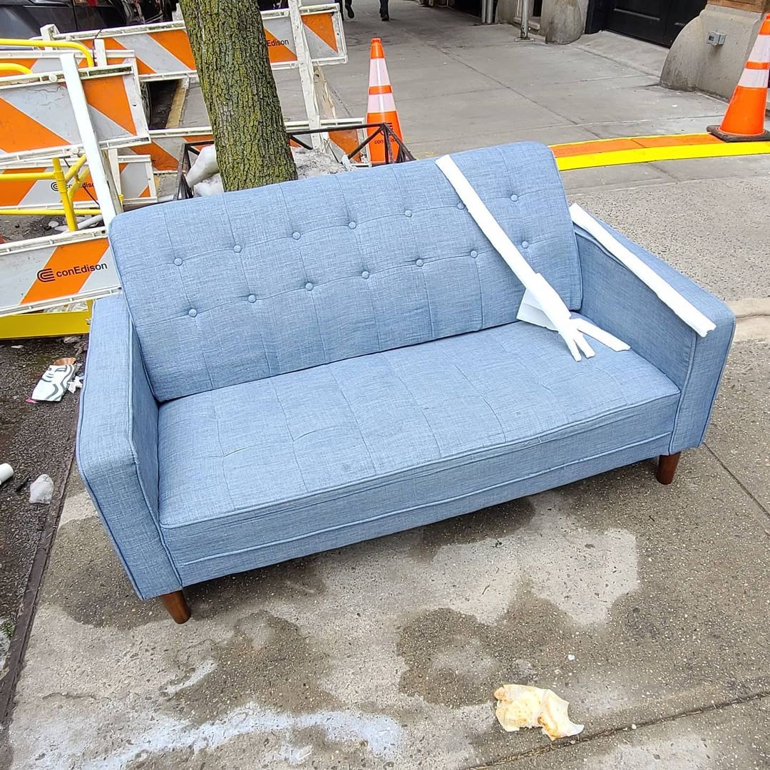 Photo of a sofa from @nycfreeatthecurb