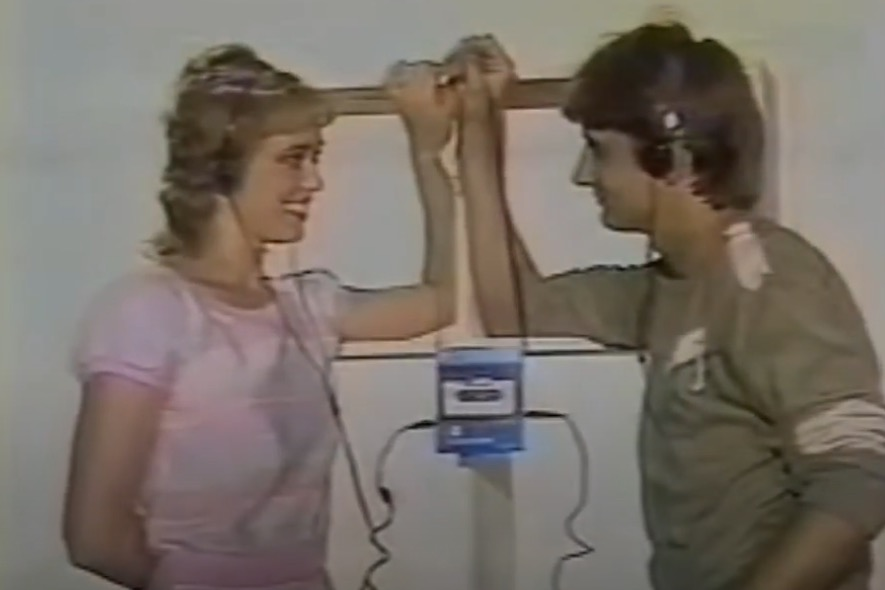 Watch this 1983 TV commercial for a craptastic Soviet Walkman knock-off
