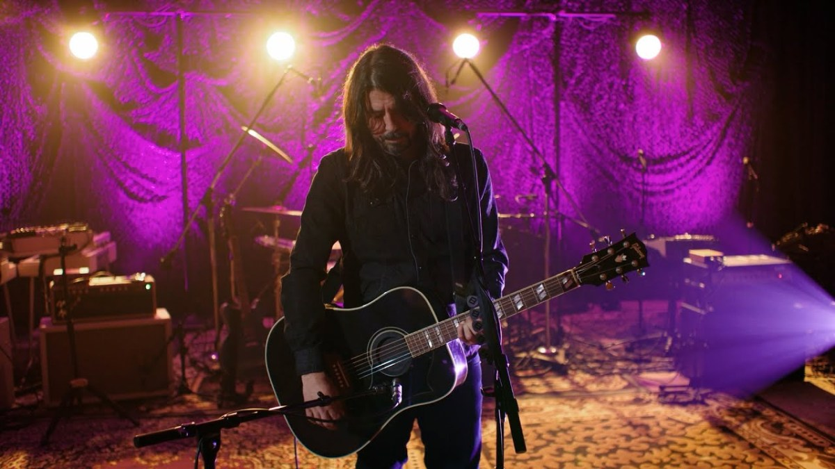 """Dave Grohl explains how he wrote """"Everlong"""" 