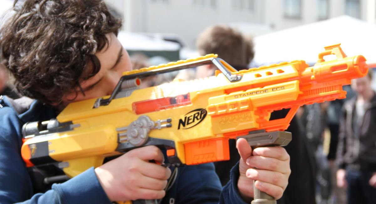 "Police to high schoolers: Naked ""Nerf Wars"" could lead to arrest 