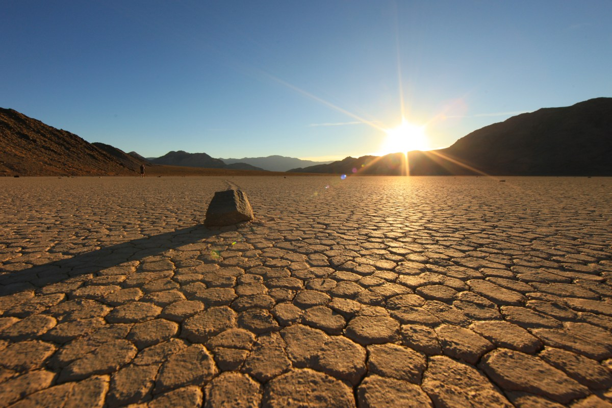 """U.S. West bracing for """"blowtorch-like"""" heatwave. Death Valley could reach 129 F 