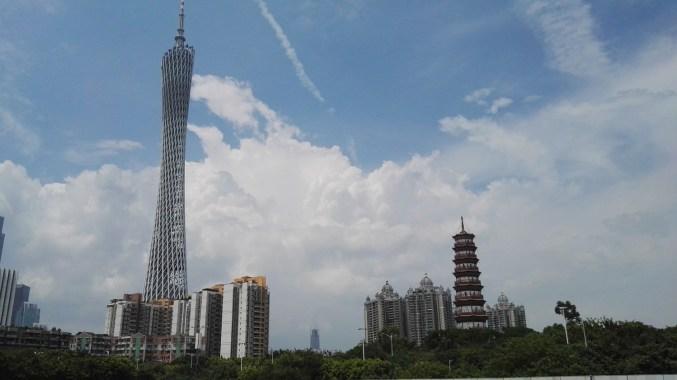 Canton tower od daleč