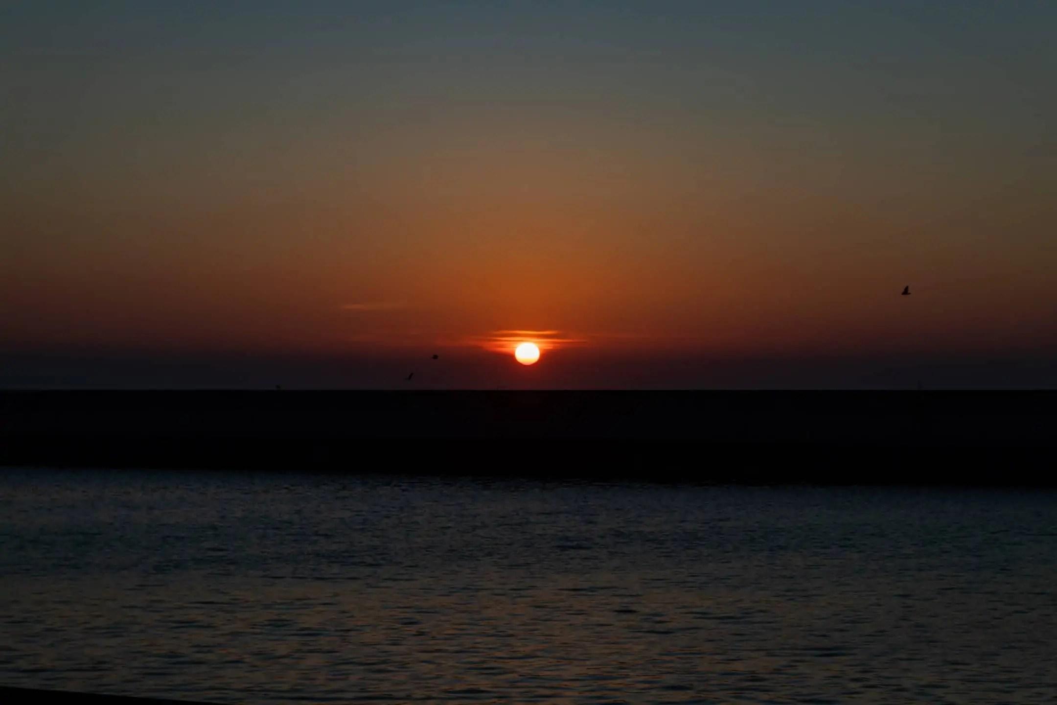 Zdjęcia o wschodzie słońca Gdynia Skwer Kościuszki Pomink Żagle 3 - Zasady kompozycji - przewodnik po 20 regułach