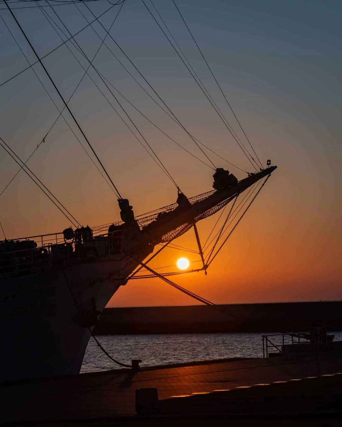 Zdjęcia o wschodzie słońca Gdynia Skwer Kościuszki Pomink Żagle 9 - Zasady kompozycji - przewodnik po 20 regułach
