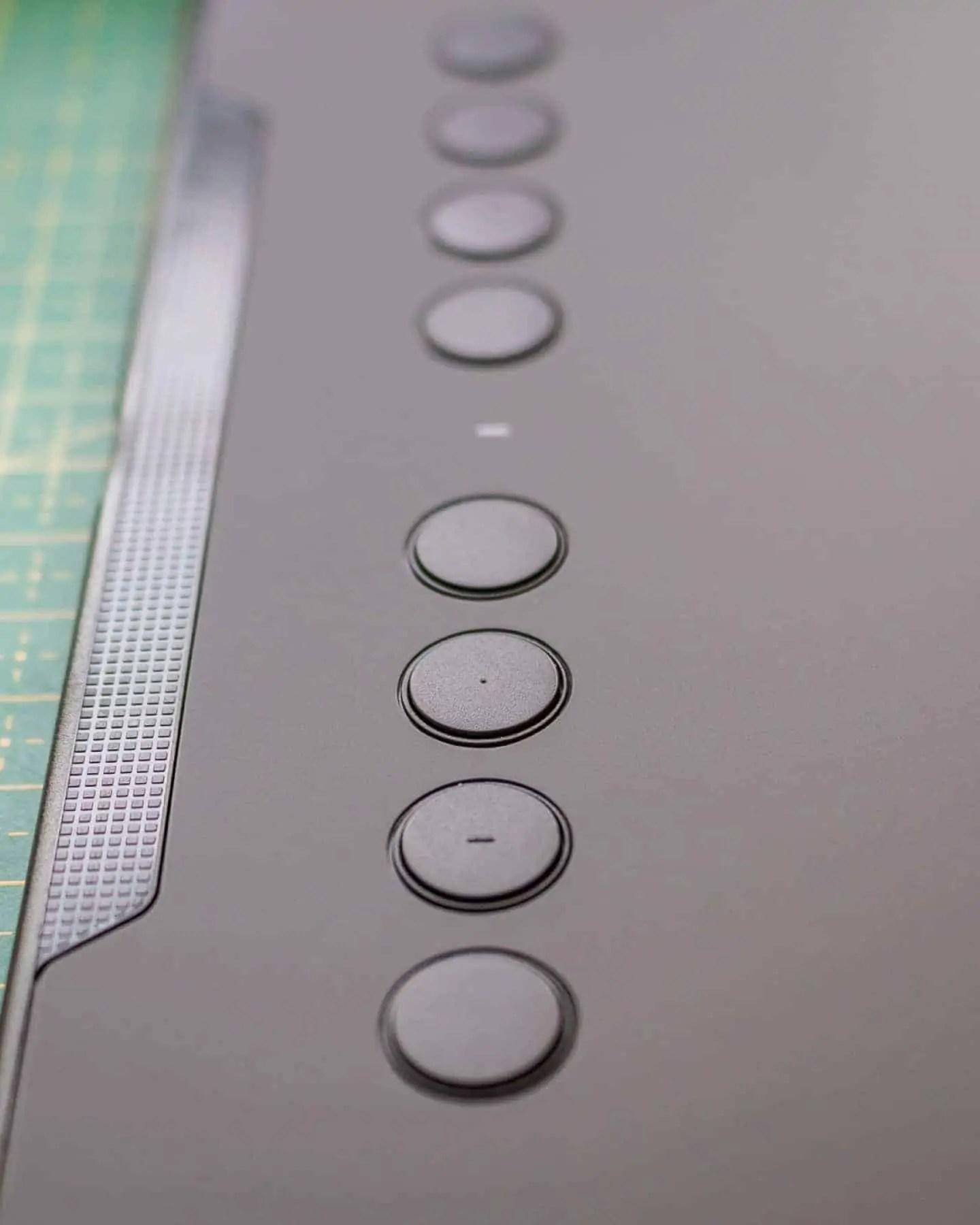8 przyciskow do konfiguracji dodatkowo 2na piorku - Praca z tabletem graficznym XP PEN Deco 01 v2