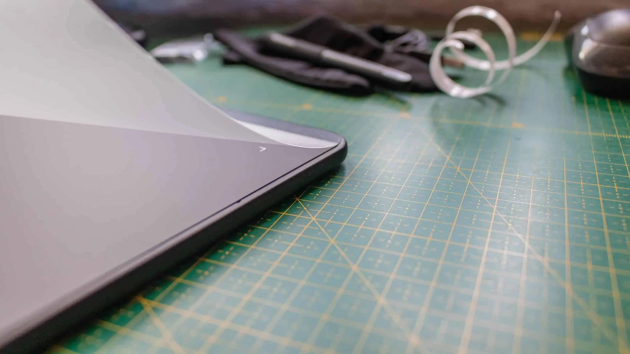 ochronna nakladka przyklejna na pasek tasmy klejacej  - Praca z tabletem graficznym XP PEN Deco 01 v2