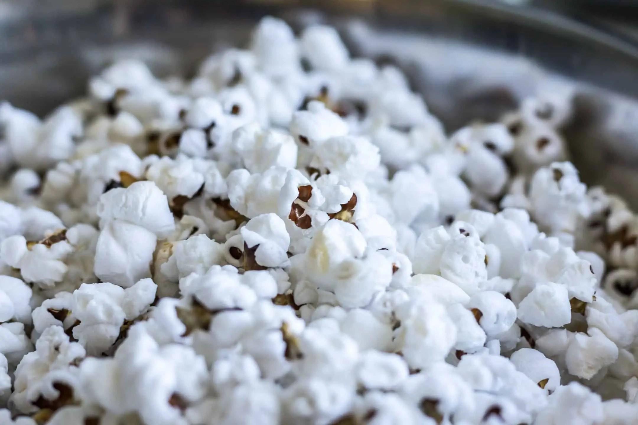 Niebieski popcorn jest mniej atrakcyjny niz zolty - Emocje w fotografii czyli 12 sposobów na emocjonujące zdjęcia !