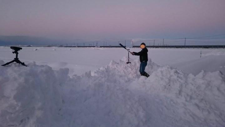 雪ではしゃぐJ民