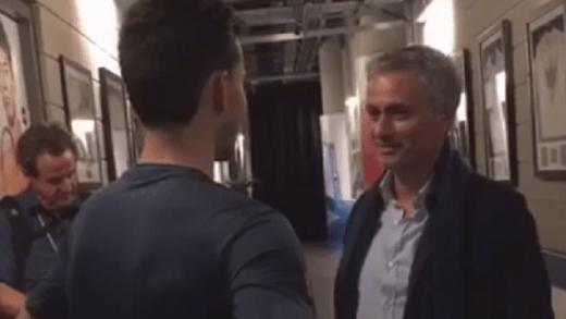 [Vídeo] Mourinho vai ter com Thiem para se confessar rendido: «És ainda melhor do que pensava»