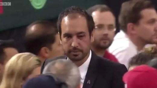 Escândalo na Taça Davis: Shapovalov acerta com bola no árbitro, é desqualificado e perde a eliminatória