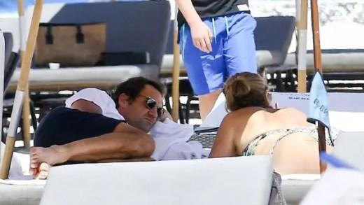 Federer vai à praia em dia de descanso em Miami
