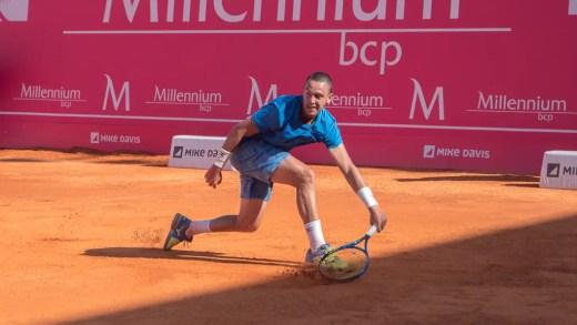 """Lisboa Belém Open. Gonçalo Oliveira perde batalha titânica e falha primeiros """"quartos"""" da carreira em torneios Challenger"""