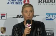 [Vídeo] Sharapova reagiu de forma curiosa à presença do maior tablóide inglês em Estugarda