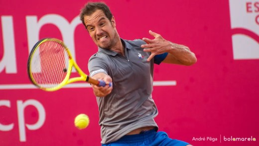 Richard Gasquet domina Berlocq e avança aos 'quartos' do Millennium Estoril Open