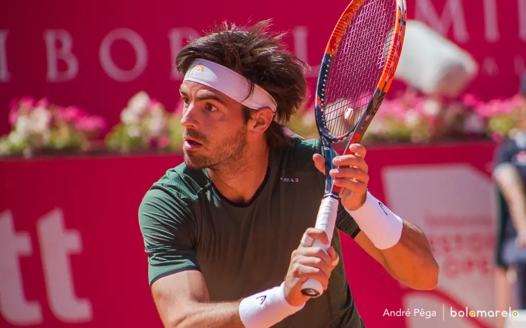Gastão Elias dá espetáculo e segue para a segunda ronda do Millennium Estoril Open