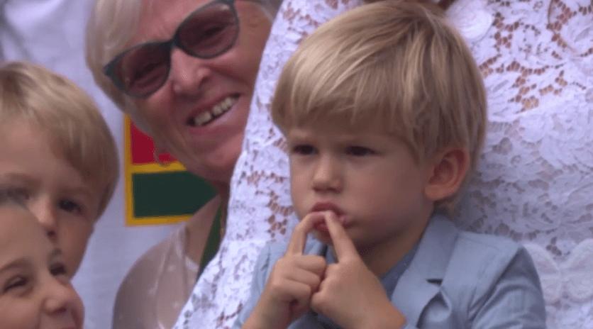 [VÍDEO] Federer: «Os meus filhos não fazem a mínima ideia do que se passa aqui!»