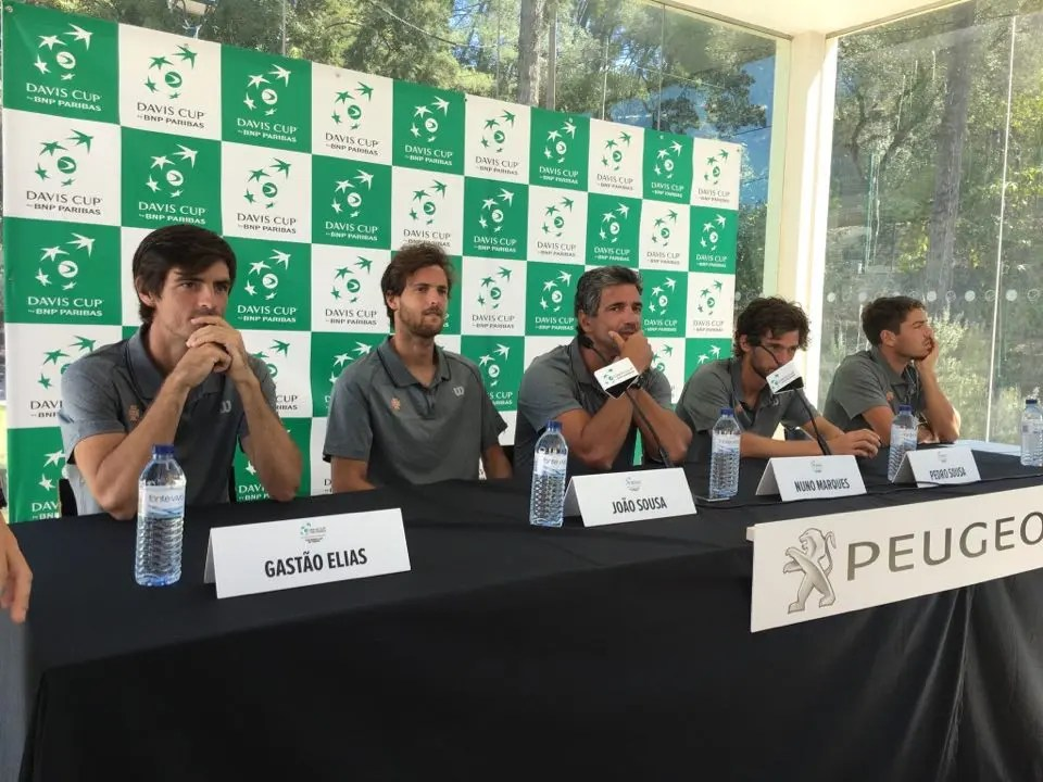 Pedro Sousa empata playoff com melhor vitoria da carreira — Taça Davis