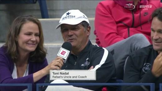Toni Nadal entrevistado… a meio do encontro: «O Rafa precisa de ser mais agressivo na resposta»
