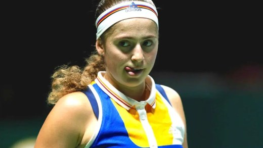 Jelena Ostapenko despede-se de 2017 com uma vitória sobre Karolina Pliskova