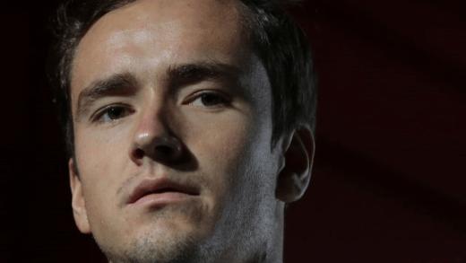 Medvedev: «Detesto que as pessoas andem pelas bancadas durante os pontos»