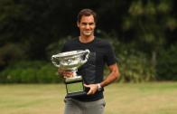 [FOTOS] Federer passeou com o seu amigo 'Norman' na manha seguinte a mais uma conquista
