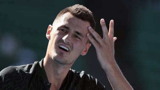 Tomic perde de forma clara no regresso aos courts antes de jogar o 'qualy' do Australian Open