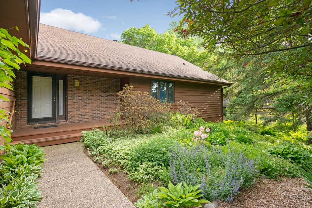 726 Marie Ave W, Mendota Heights (1) (Bold)