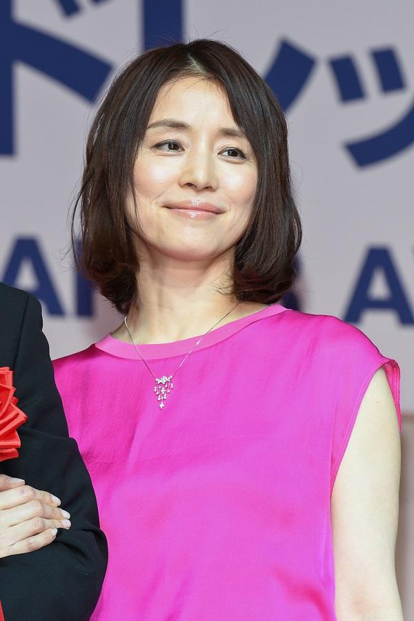 石田ゆり子 インスタグラム 公式の20代の姿が可愛すぎるのに結婚しない理由がやばい!