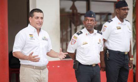 El Gobernador de Bolívar visita estación del cuerpo de bomberos de Cartagena