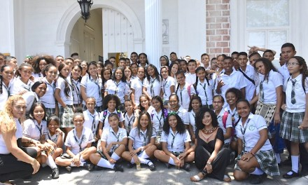 Estudiantes de Turbana se reúnen con el literato costeño John Jairo Junieles