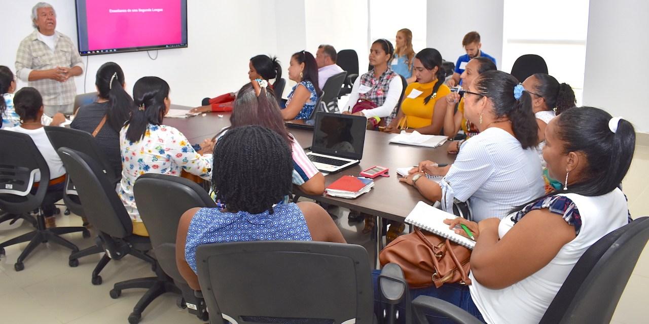 Voluntarios de 'Cuerpos de Paz' refuerzan prácticas metodológicas de 40 docentes de inglés en el Departamento de Bolívar