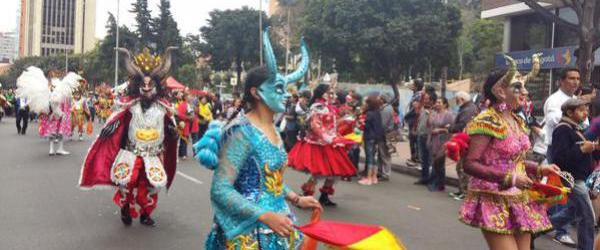 La diablada boliviana se luce en Colombia.