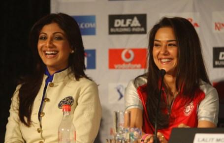 Preity Zinta en competencia con Shilpa Shetty en el Cricket con sus respectivos equipos!!!